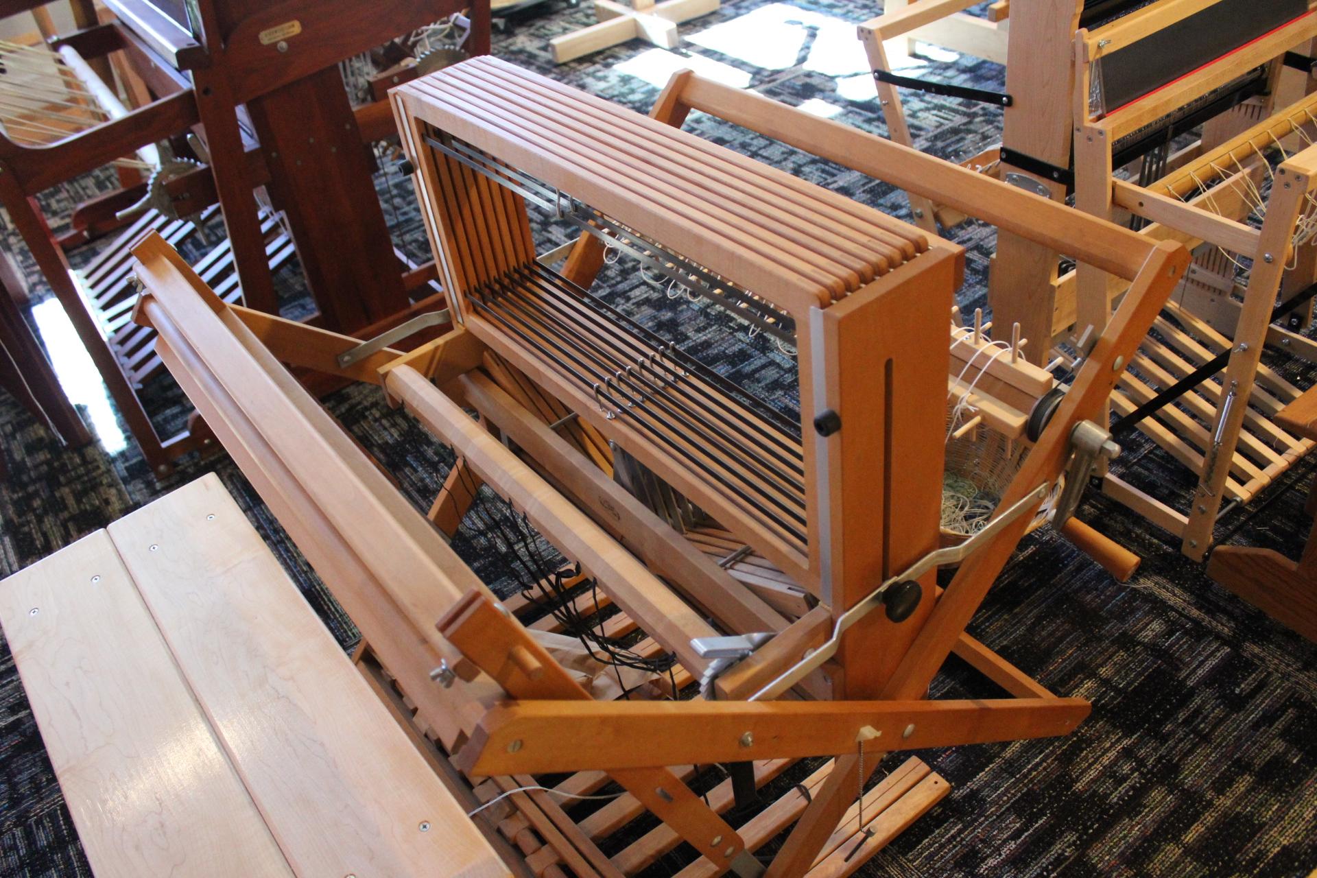 Looms – NEEDLE + LOOM